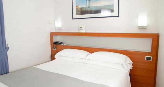 Camera Matrimoniale Per Uso Singolo.Camera Doppia Uso Singola Hotel 4 Stelle Napoli