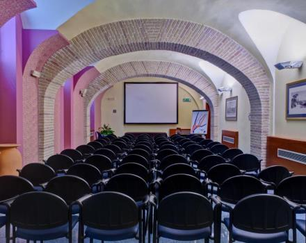 The meeting centre at the Hotel Plaza consists of 3 modern meeting rooms of various sizes, suitable for accommodating successfully any kind of event.