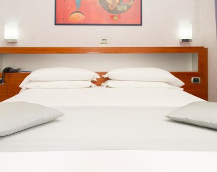 Room with double bed equipped with all comforts. -Free wi-fi.